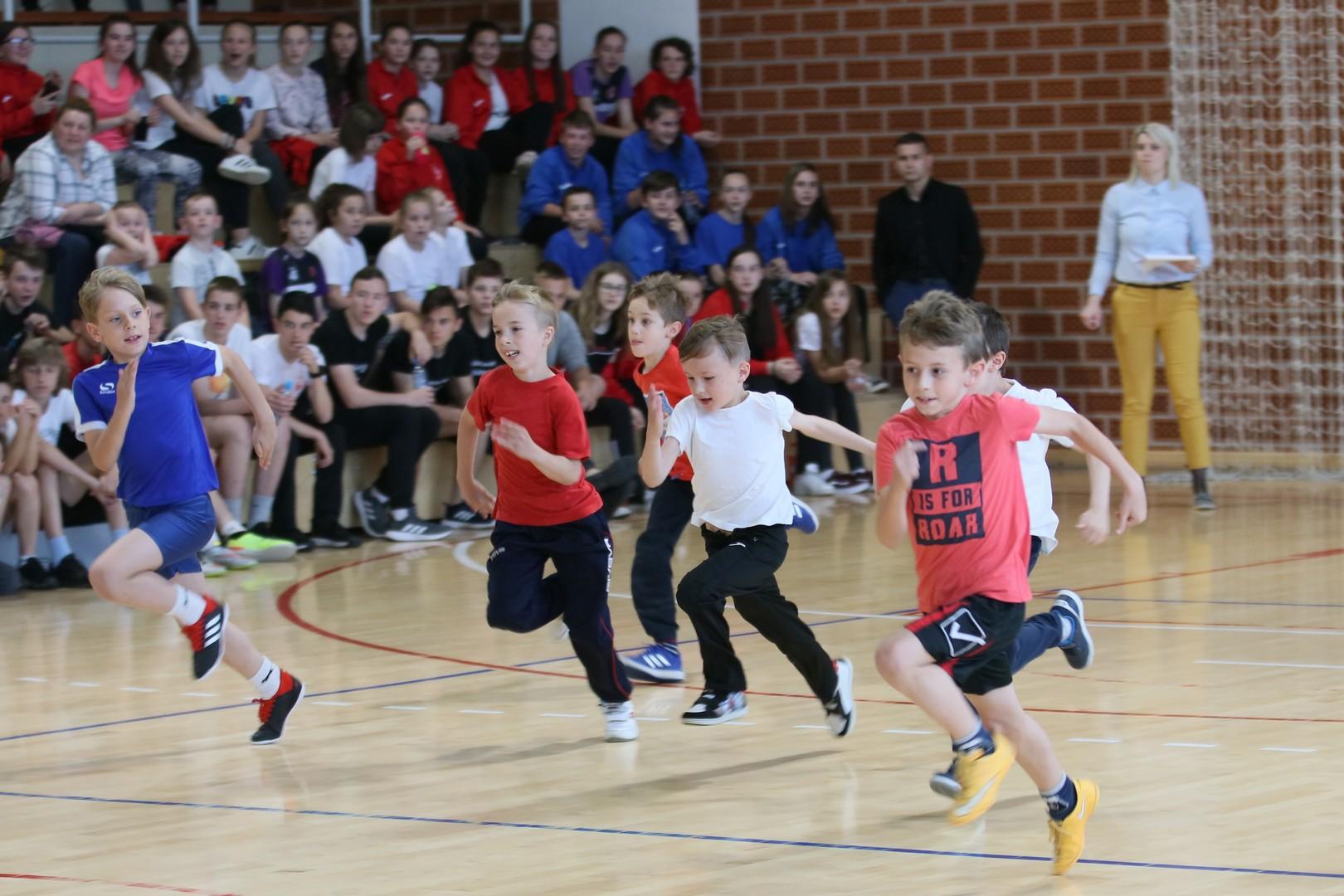 Međunarodni dan sporta u Đurđevcu obilježilo oko 300 djece i proslavljeni Hrvatski olimpijac Filip Ude