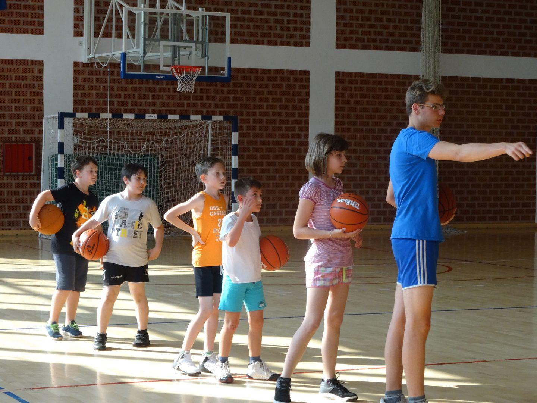 Mlade snage đurđevačke Mladosti pod vodstvom trenera Domišljanovića vježbale dvokorak i vođenje
