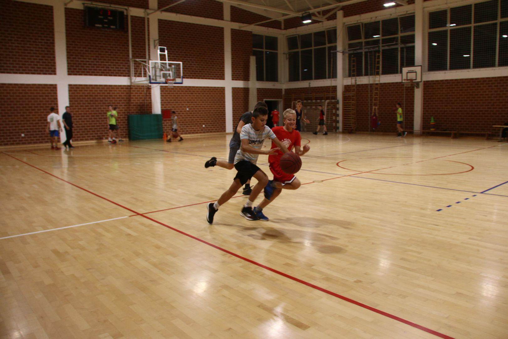 Mladi košarkaši Mladosti uvježbavali napad i kontranapad pod budnim okom trenera Tomrlina