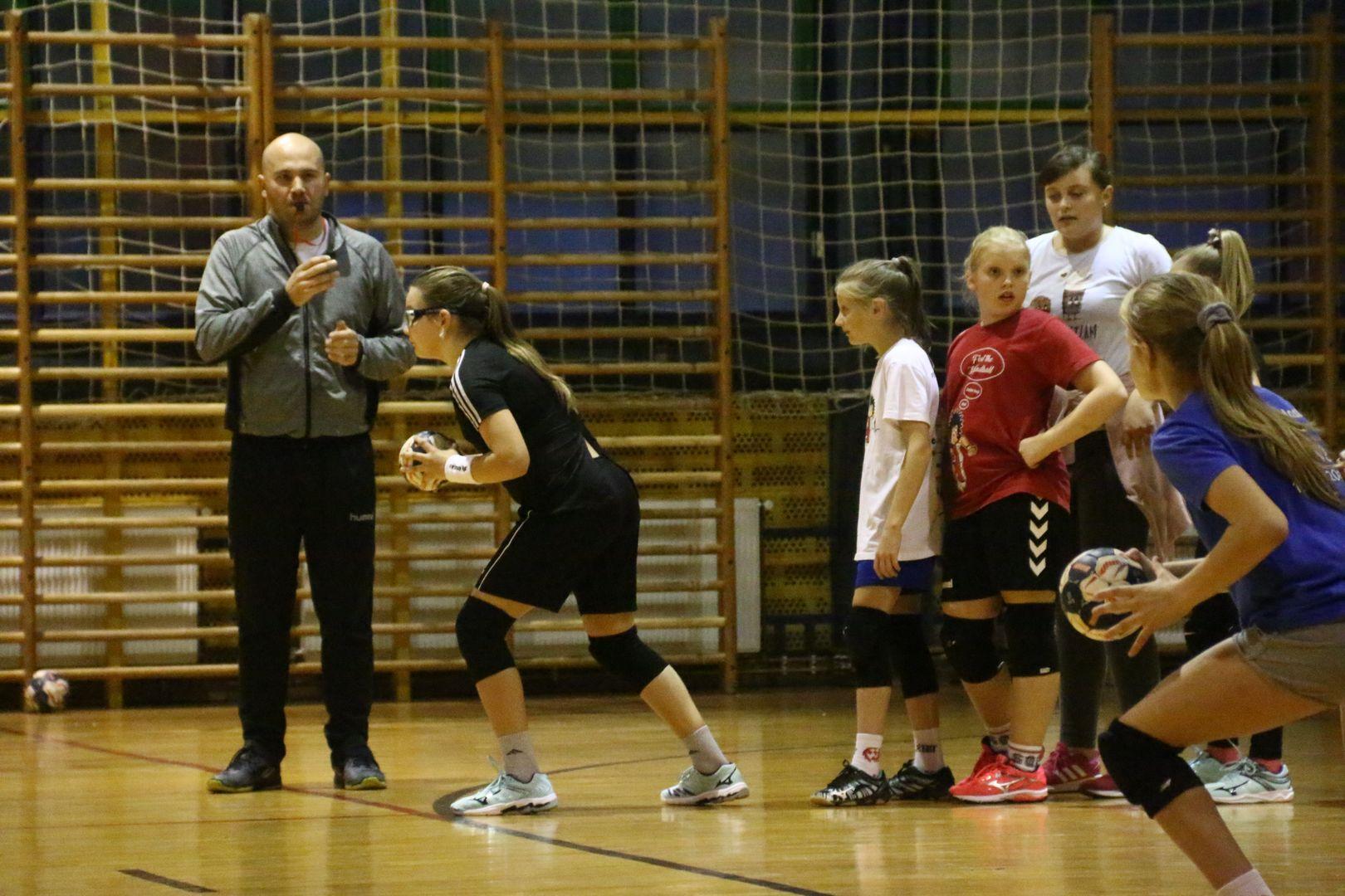 Rukometašice uzrasta 2008. i mlađe razvijale natjecateljski duh na jednom od mnogobrojnih treninga
