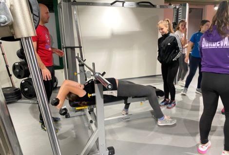 Rukometašice Đurđevca uzrasta 2006. i mlađe učile kako pravilno izvoditi vježbe u teretani ŠRC-a