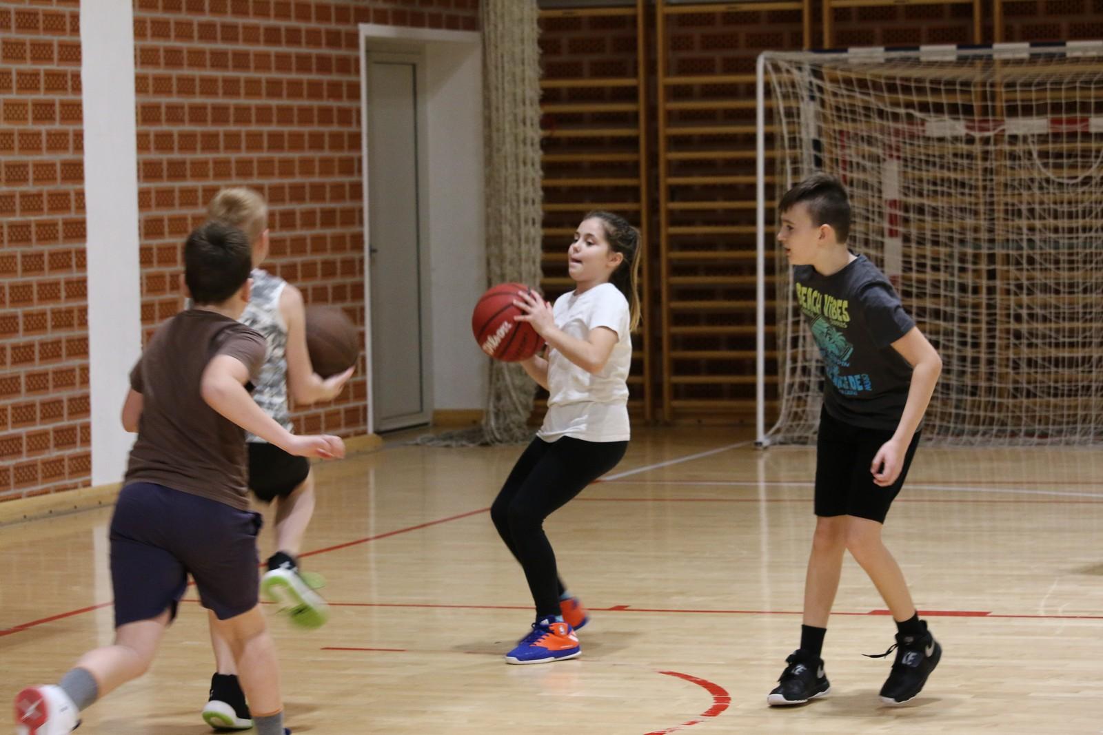Istrčavanje kontre i slobodna bacanja glavni fokus jučerašnjeg treninga mladih košarkaša i košarkašica Mladosti