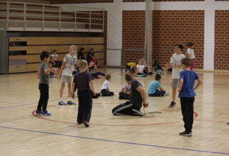 Preskakanje užeta 'na ispadanje' završni dio jučerašnje aktivnosti Male sportske škole