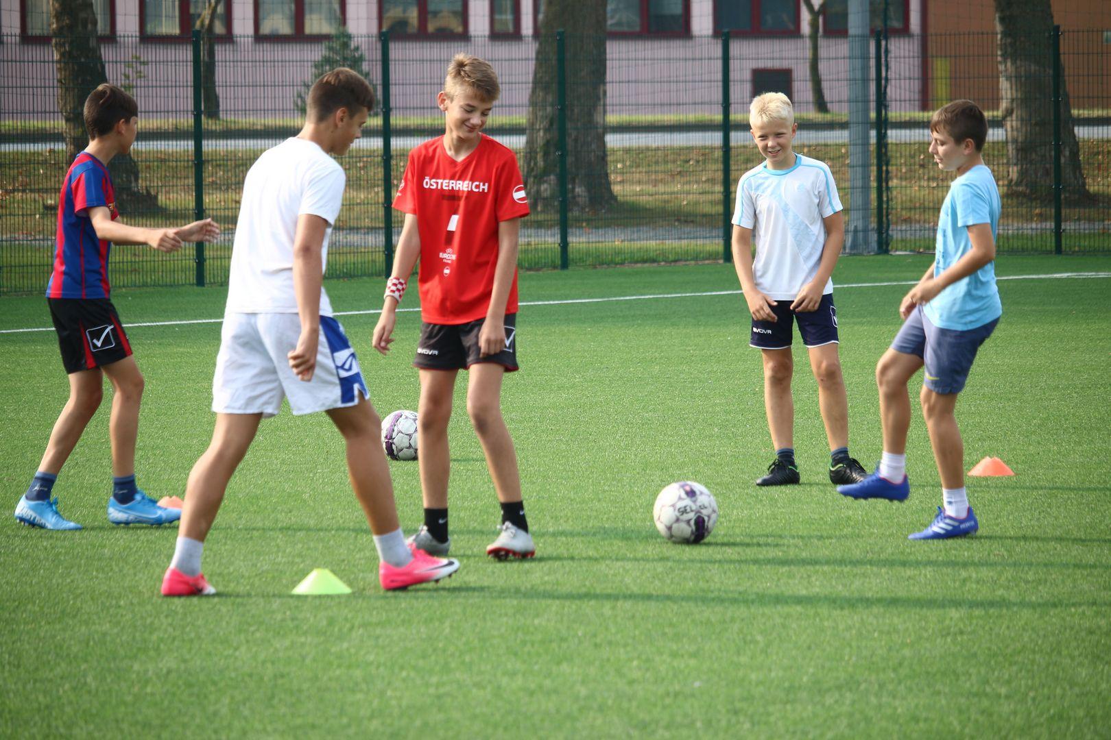 Mladi nogometaši nastavljaju s treninzima na travnjacima ŠRC-a